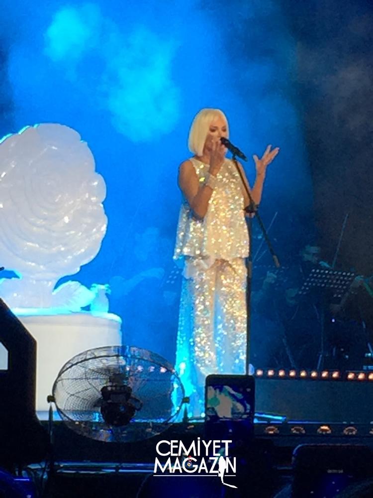 Ajda Pekkan, açık hava konseri verdi