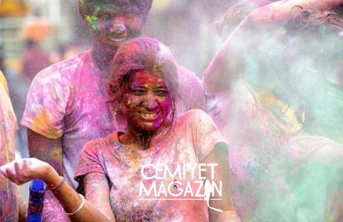 Holi Festivalinden rengarenk görüntüler
